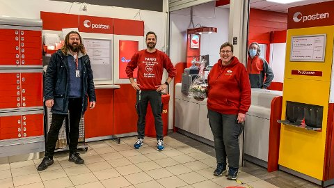 HAR ÅPNET: Post i butikk har åpnet på Coop Extra i gågata. Fra venstre: Gundvald Tjeldnes fra Posten, butikksjef Atle Follestad Sommer og postansvarlig Bente Solberg.