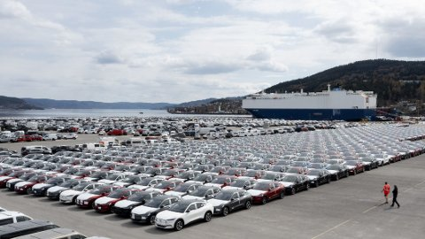 Her er endelig første båtlast med nye Ford Mustang Mach-E i Norge. Her har mange av kundene ventet lenge på bilene sine.