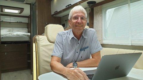 ERFAREN BOBILENTUSIAST: Knut Randem (68) forteller om en økende etterspørsel etter sentrumsnære bobilplasser. Turister i byen kan bidra med en vesentlig omsetning for næringslivet.