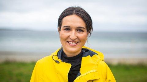 GLEDER SEG: Adelina Ibishi (28) fra Sarpsborg er én av ti programledere som skal lose tv-seerne gjennom flere timer med sakte-tv i sommer.