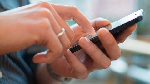 FALSKE SMS: Du risikerer at svindlere for kontroll over hele kundeforholdet ditt. Foto: (NTB)