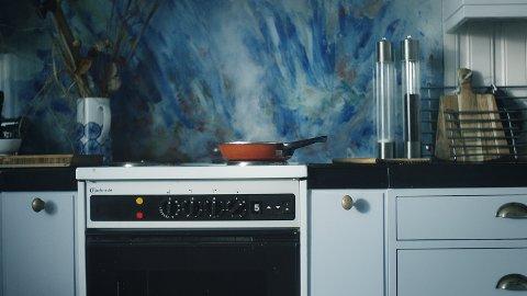 Komfyren er den største årsaken til boligbrann. De fleste komfyrbranner skjer på dagtid, og rammer eldre mennesker.