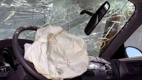Flere bilmerker har de siste ukene valgt å tilbakekalle mange tusen biler på grunn av en feil med airbagsystemet. Sist ut i rekken er Subaru.