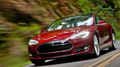 Tesla Model S kjører fra alle andre med firehjulstrekk, og er så langt i år Norges mest solgte med 4x4.