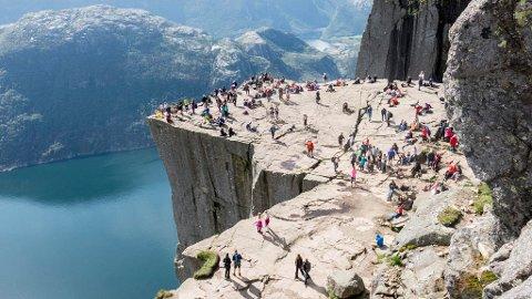 Rogaland, her representert ved Preikestolen, er fylket med nest høyest bruttoprodukt i Norge.