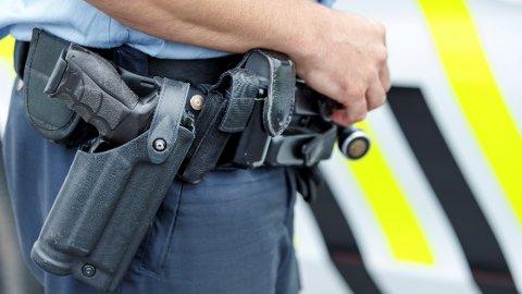 Åtte av ti politifolk ønsker å bære våpen i tjenesten.