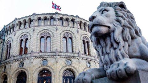 I Sverige har flere kvinnelige politikere gått ut med sine historier. Hva med norsk politikk?