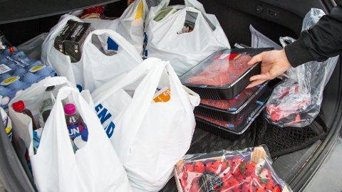 Mange nordmenn reiser til Sverige for å handle mat før jul.