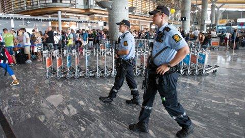 Regjeringen har bestemt å bevæpne politiet på Gardermoen.
