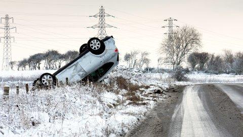 Glatte veier fører til mange utforkjøringer i desember.