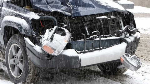 Rundt 2.400 biler bulker og kolliderer over hele landet i dag.