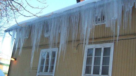 Ser taket ditt slik ut om vinteren, kan det være smart å etterisolere.