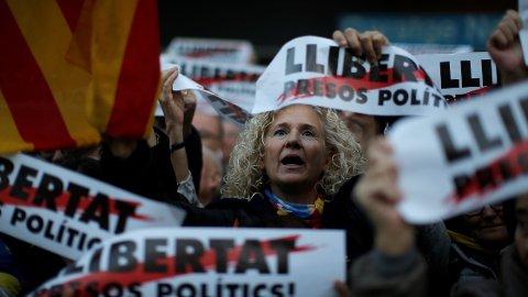 Catalonias forsøk på frigjøring har ført til at turistene har uteblitt de siste ukene. Dermed er det billig å reise dit akkurat nå.