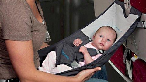 FlyeBaby er en liten «hengekøye» som kan brukes i flyet eller som sitteanretning for større babyer på voksenstoler.