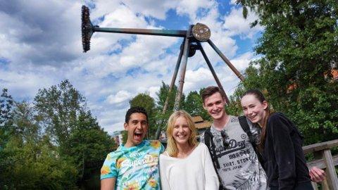 – Skikkelig heftig! synes Kian Elahni, Sissi Lindquist, Felix Stöm og Linnea Rydén, som har testet den nye verstingattraksjonen Loke, som du ser i bakgrunnen.
