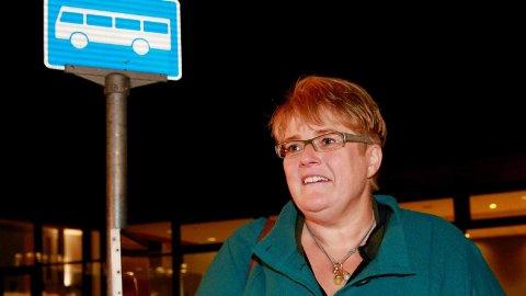Venstres leder Trine Skei Grande er en av få stortingspolitikere som ikke har bil og som derfor i stedet reiser kollektivt.