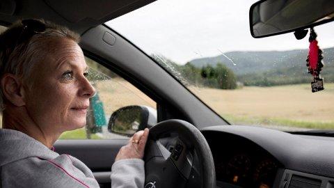 – Hvis folk ser et bilde av meg i bilen, tenker de sikkert at jeg har god råd. Jeg har fått bilen, og jeg har ikke lenger råd til å ha den.