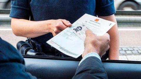 Langt fra alle kan framvise førerkort og vognkort når de blir kontrollert av politiet.