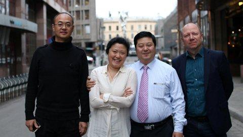 Huang Xin (med slips) har ledet samtalene kineserne har hatt med blant annet Alf S. Johansen (t.h.). På bildet ser vi også Xins assistent Zhang Bin og tolken Julie.