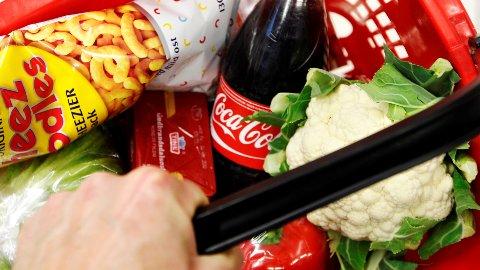 Halvparten av de spurte mener matvareprisene i Norge er akkurat passe.
