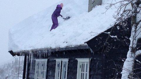 Det er allerede mye snø på mange hyttetak flere steder i landet.