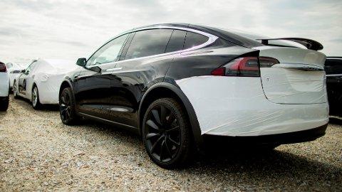 Mange av de nye bilene som kommer til Norge via Drammen havn er Teslaer. Model X er den fjerde mest solgte bilen i Norge i fjor.