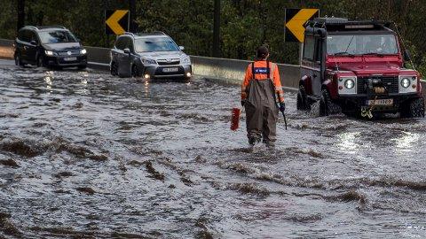 Det har vært vått flere steder i året som gikk. Her fra oversvømmelsen på Sørlandet i oktober.