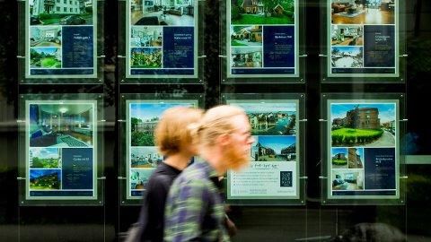 Eksperter tror at fallet i boligprisene vil flate ut i 2018.