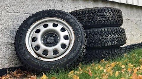 Kvaliteten på disse vinterhjulene som har vært lagret ute i sommer, vil forringes mye raskere enn dekk som har vært lagret riktig.