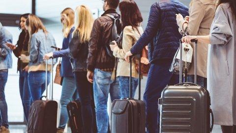 Antall langtidsforsinkelser på norske flyplasser ble redusert fra 2016 til 2017.