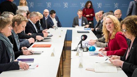 Arbeids- og sosialminister Anniken Hauglie leder forhandlingene om ny offentlig tjenestepensjon.