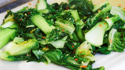 Fermentering og asiatisk streetfood er trendy. Her er det asiatisk kål.