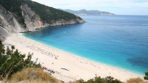 Kefalonia er en ekte øyidyll. Her fra den flotte Myrtos-stranden.