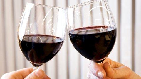 UJEVNT FORDELT: Ti prosent av befolkningen står for halvparten av alkoholforbruket.