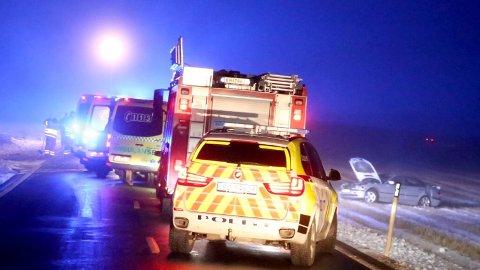 Ti personer ble skadd da to biler kolliderte på fylkesvei 124 i Eidsberg søndag kveld. Tirsdag ble det lansert en ny plan for å få ned antall ulykker på veiene.
