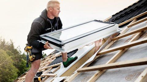 Når boligen passerer 30 år, kan det være på tide å skifte både tak og vinduer.