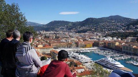 Slottsparken i Nice byr både på mange flotte utsiktspunkter, lekeplass og store, deilige grøntområder.