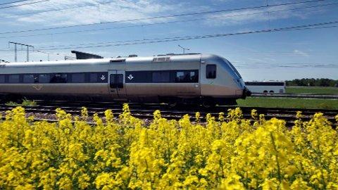Det å kutte i reisetiden med tog mellom Oslo og Stockholm kan få store positive ringvirkninger, tror SV.
