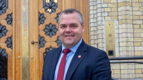 Det er politisk vilje i Frp til å  endre punkter i fraværsreglene i videregående skole, bekrefter stortingsrepresentant Roy Steffensen i partiet.