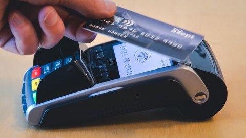 Nå kan du være med å bestemme hva det norske ordet for kontaktløs betaling skal være.