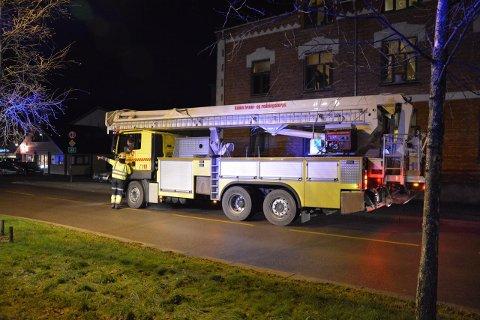 BISTÅR: Askim brannvesen har ankommet med en av sine biler.