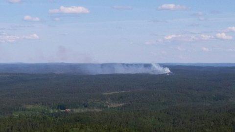 Brannen syns godt fra branntårnet på Linnekleppen