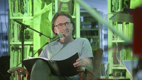 Forfatter: Ørje-mannen André Vaaler (49) har skrevet en barnebok om strandkrabbenes triste tilværelse. – Mange voksne vil nok også kjenne seg igjen i den, mener han. Foto: Privat
