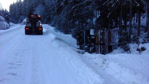 Søppelbilen veltet på grensa mellom Aurskog-Høland og Trøgstad.