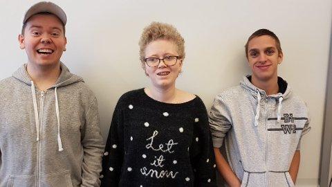 Trond-Øivind Ofsdal (19) fra Rakkestad, Monica Creed (18) fra Askim og Sebastian Bjølsen (18) fra Tomter synes det var fantastisk å delta på revyen.