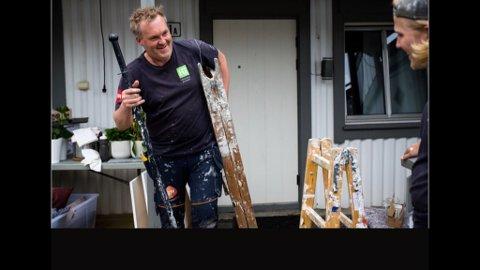 Fredrik Martinsen fra Spydeberg, er maleren i programmet «Oppussing på én dag», som sendes på TVNorge/dPlay.