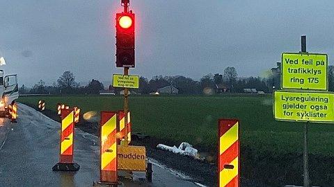 PÅ'N IGJEN: Arbeidene på fylkesveien er gjenopptatt.