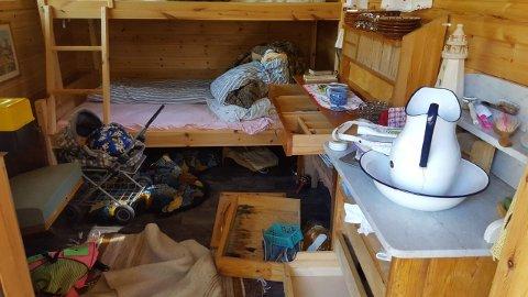 Noen har herjet og rotet i annekset ved hytta.