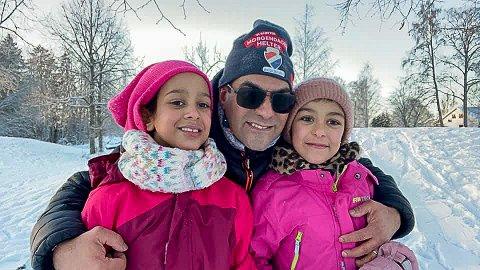 FAMILIEN VIKTIG: Samir Tawfiq er en mann med mange jern i ilden i idretten, men familien går foran alt annet. Nå er støtten han får fra familien og idretten viktigere enn noen gang når han på ny har fått en kreftdiagnose. Her sammen med døtrene Rania (8) og Leila (9).
