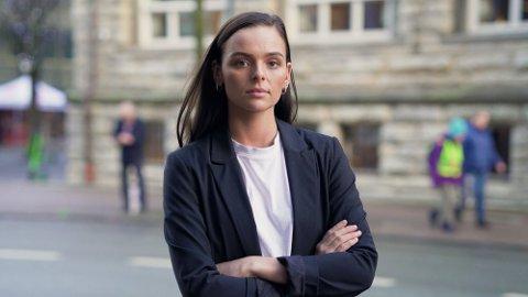 SVINDELJEGER: Ingrid Grav, svindeljeger i Danske Bank, har sett at en ny type svindel er på vei fram. Foto: Julianne Spooren (Danske Bank)